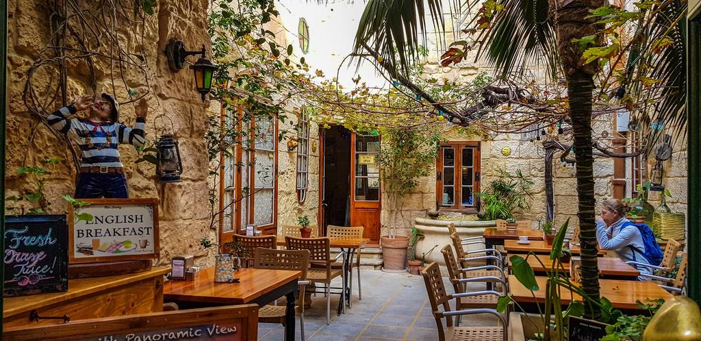 cortile di un ristorante
