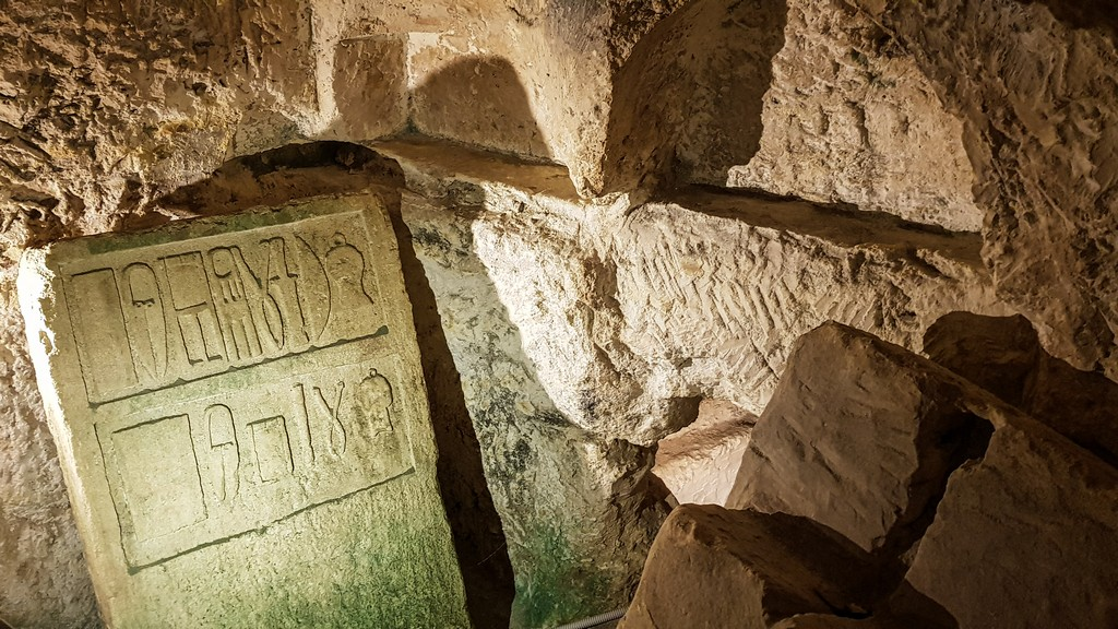 visita a rabat lapide in catacomba
