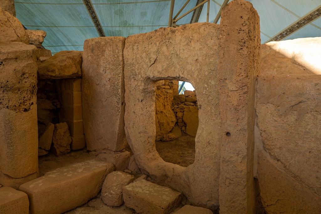 interni di tempio megalitico