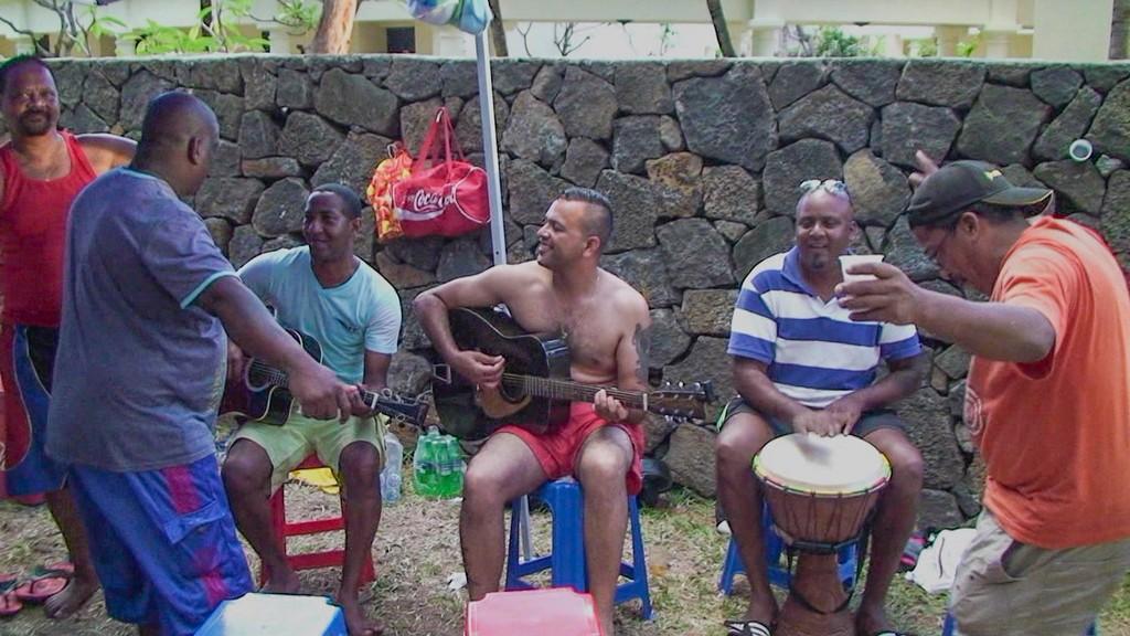 mauriziani che cantano e ballano