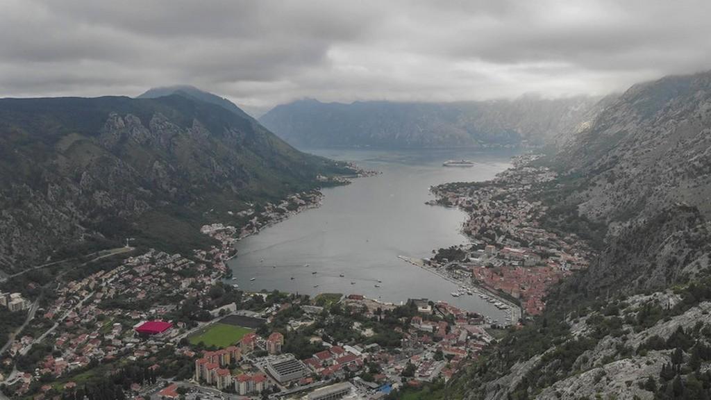 visita alle Bocche di Cattaro Veduta aerea di Kotor dalla strada dei 50 tornanti