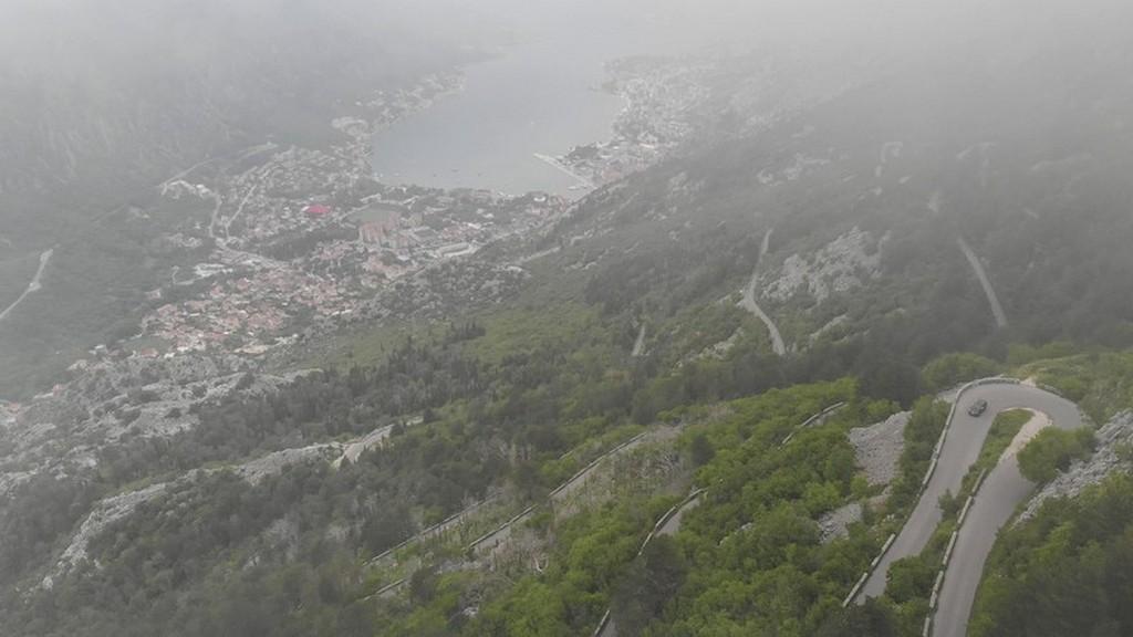 visita alle bocche di cattaro Tornanti avvolti dalle nubi