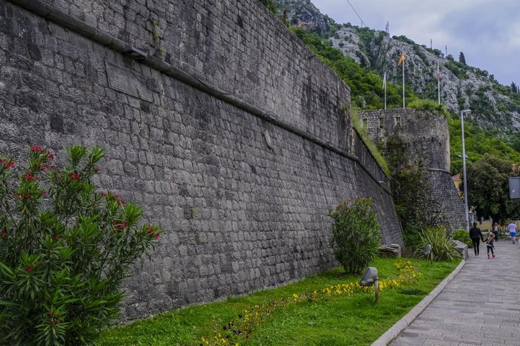 Visita alle bocche di cattaro Le mura della città di Kotor