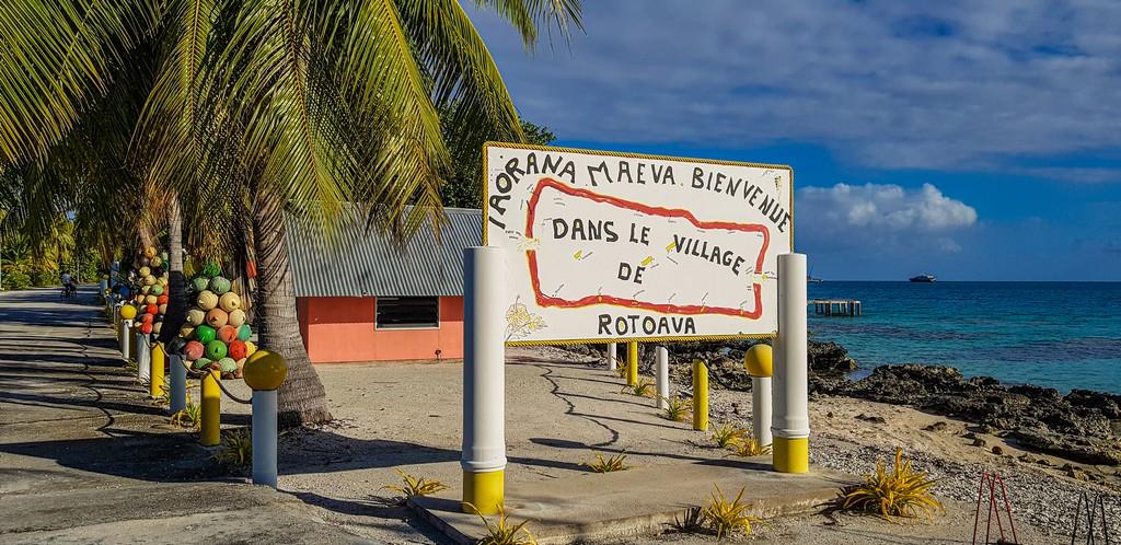 guida a Fakarava fai da te cartello di benvenuto villaggio