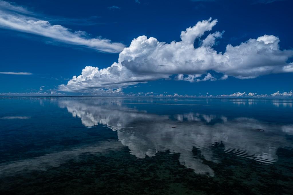 guida a Moorea nuvola che si riflette sulla laguna