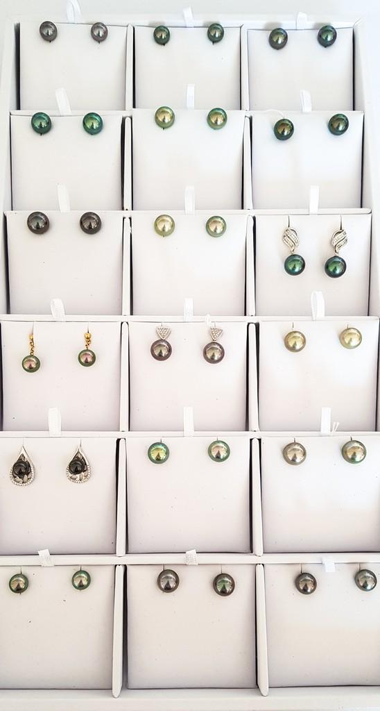 storia di una perla nera perle di tanti colori