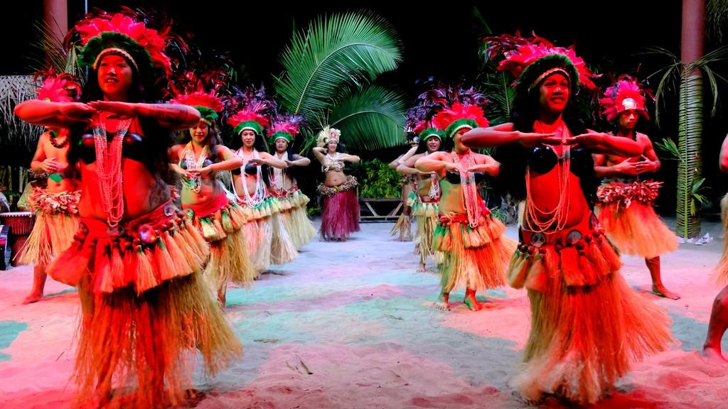 ballerine di danza tahitiana