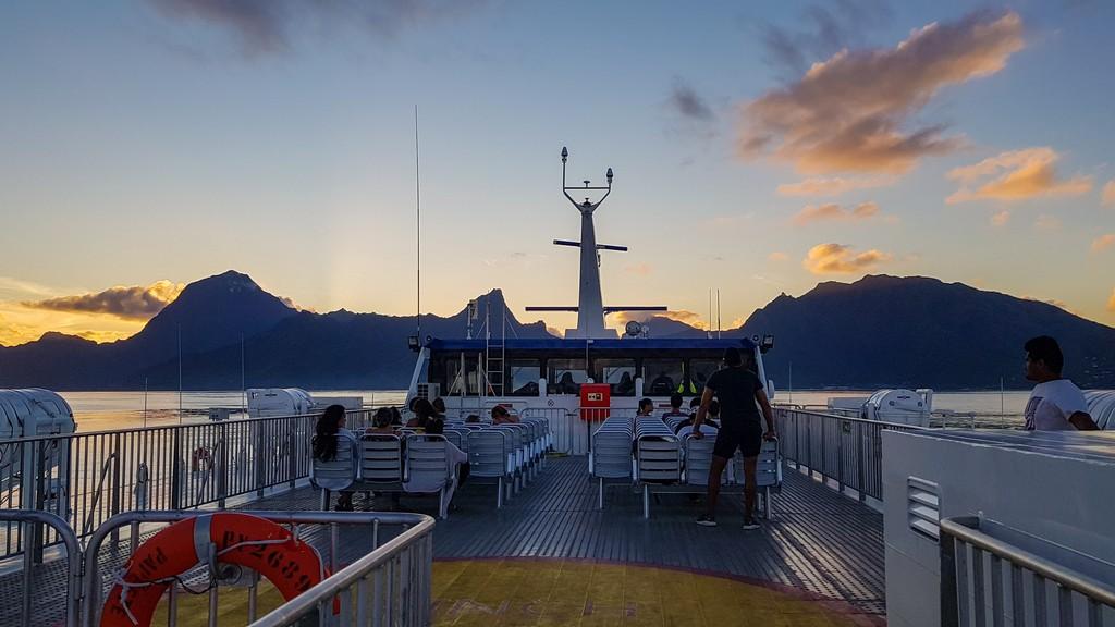 guida a Moorea traghetto al tramonto