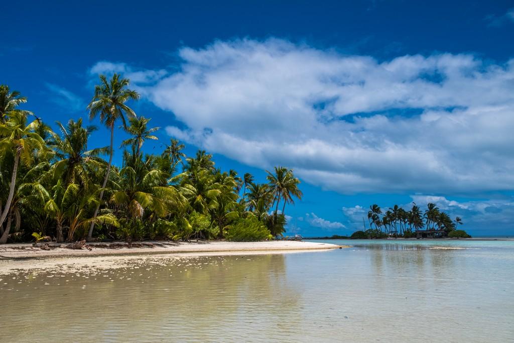 guida a Rangiroa, isole con palme sabbia bianca e laguna cristallina bassa