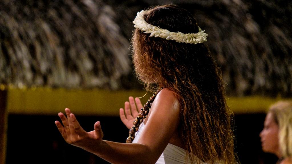 ballerina di danza tahitiana