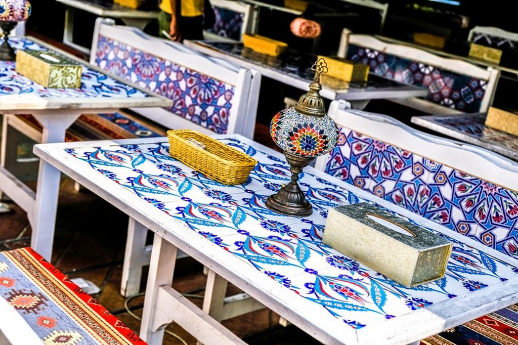 tavolo etnico con lampada turca