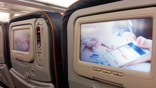come sopravvivere voli lunghi schermi individuali su aereo di aeroflot