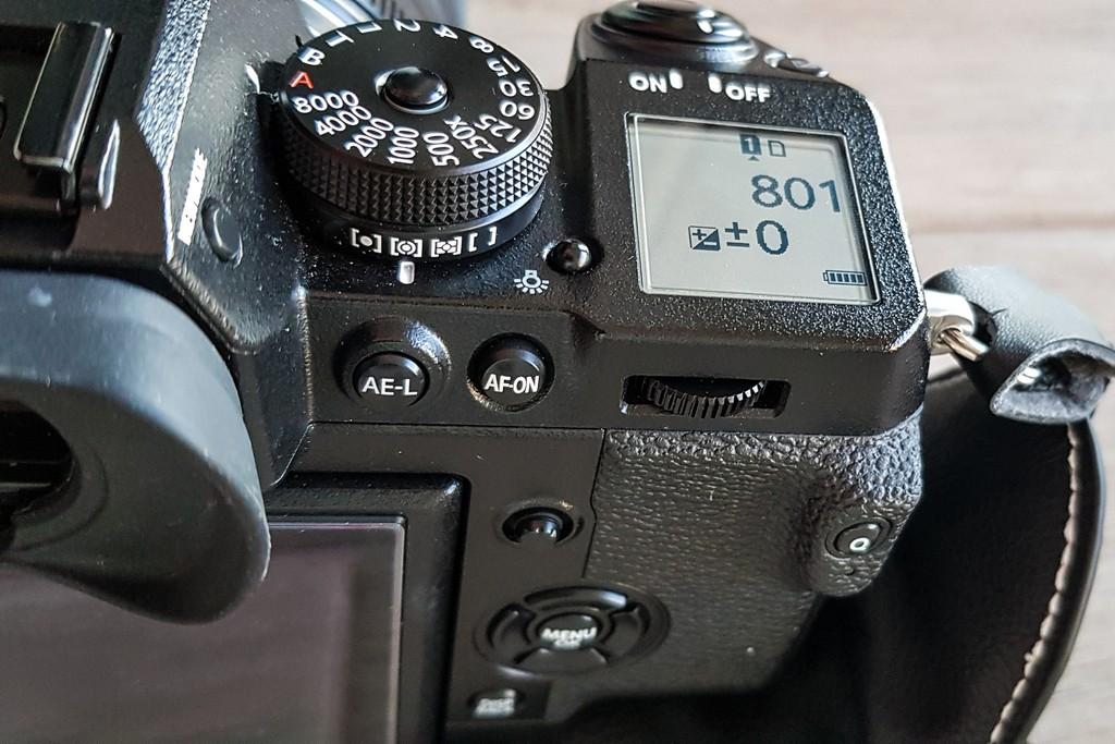 fotocamera mirrorless dal lato