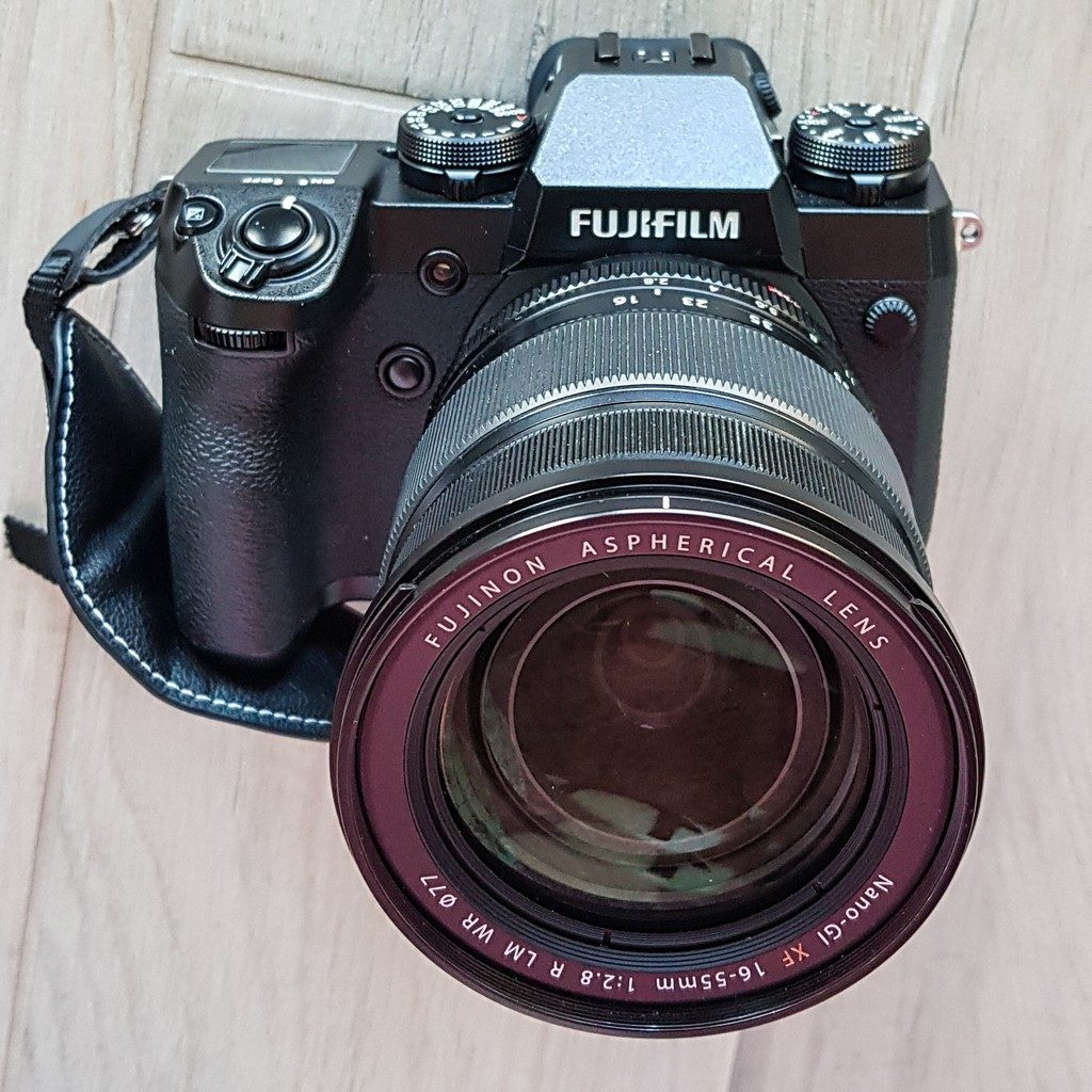 fotocamera mirrorless da davanti