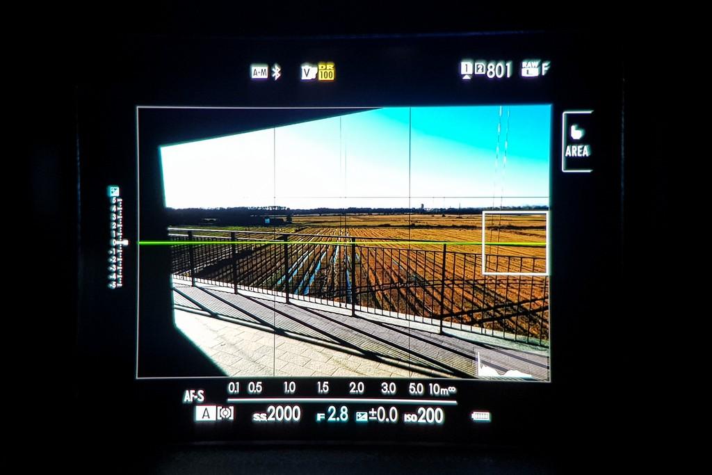 fotocamera mirrorless schermo mirino