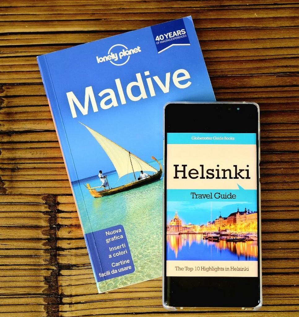 guida lonely planet maldive e helsinki su smartphone