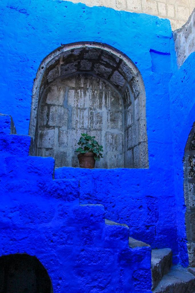 facciata dipinta di blu