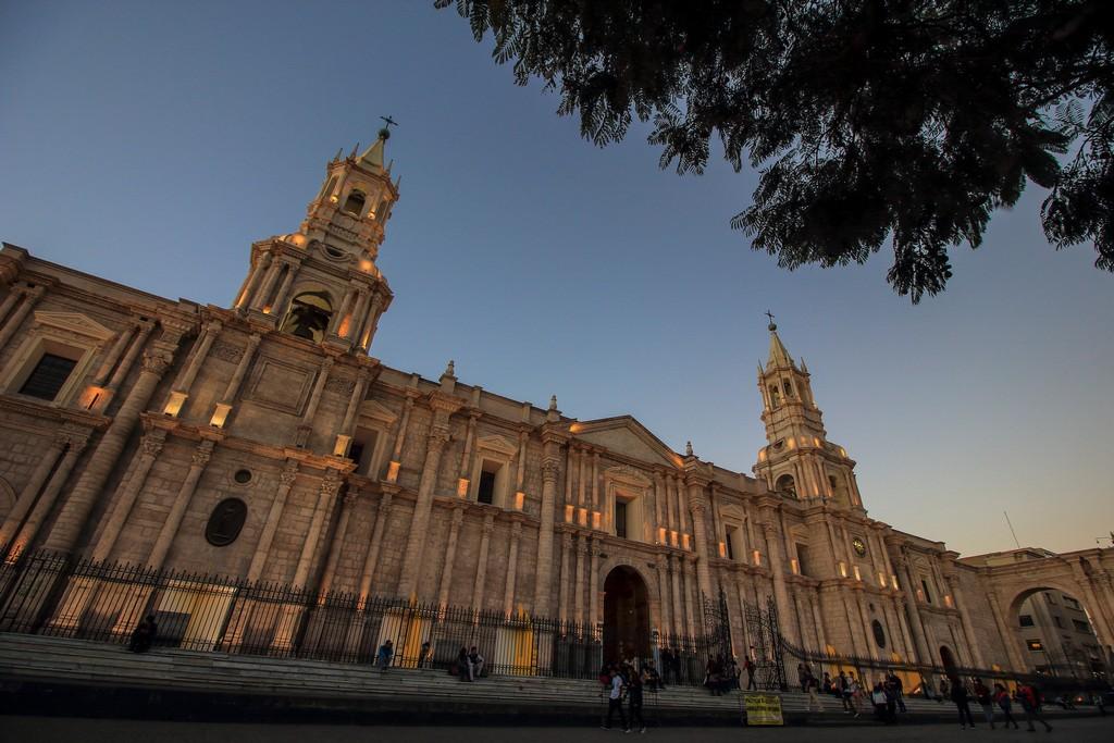 Itinerario in Perù in 2 settimane Tramonto sulla Cattedrale di Arequipa