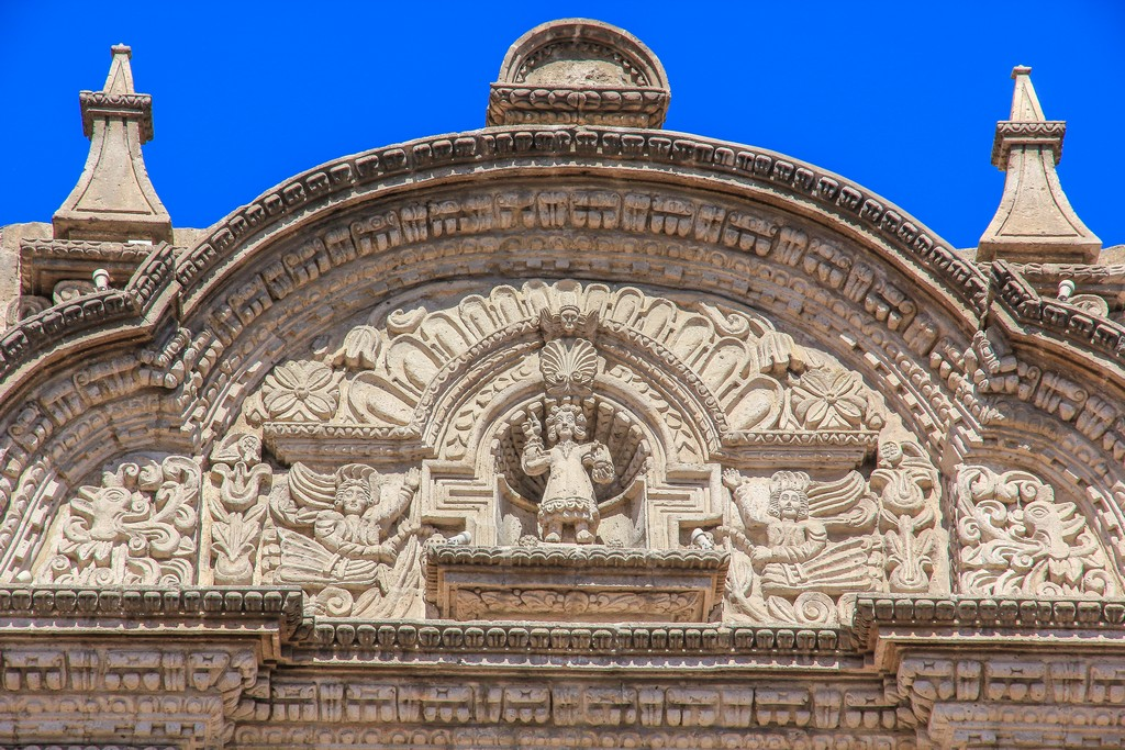 La facciata barocca della Iglesia de la Compañia