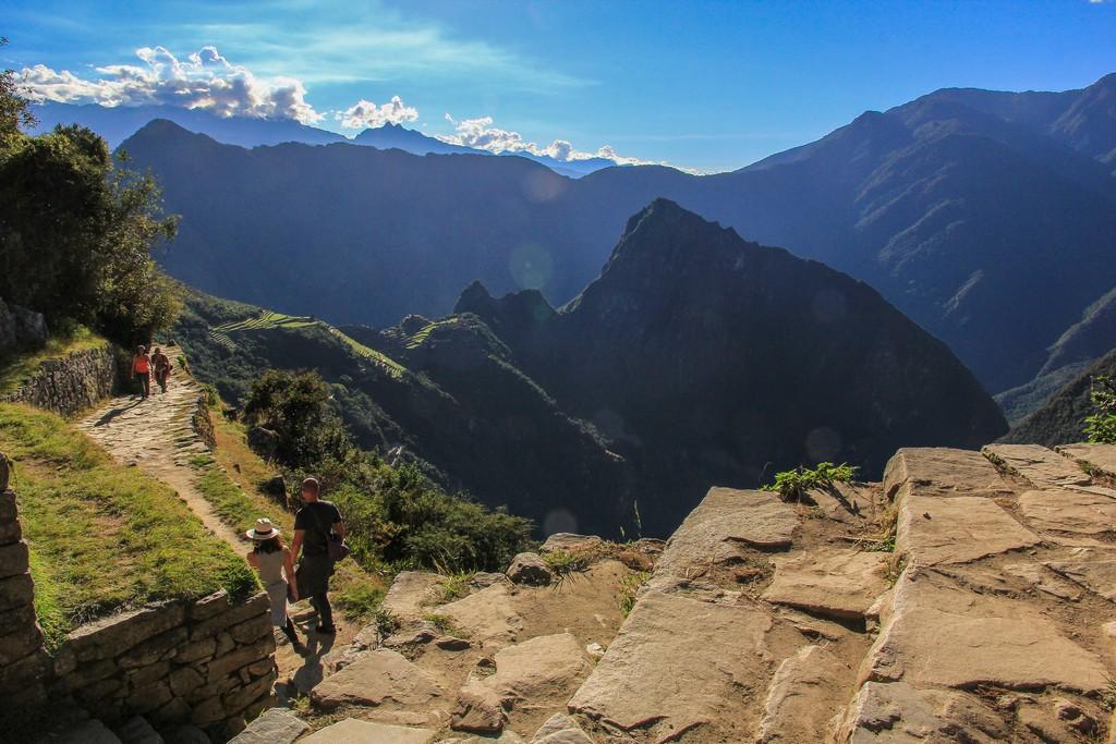 Guida al Camino Inca di 2 giorni vista sulle montagne con sentiero