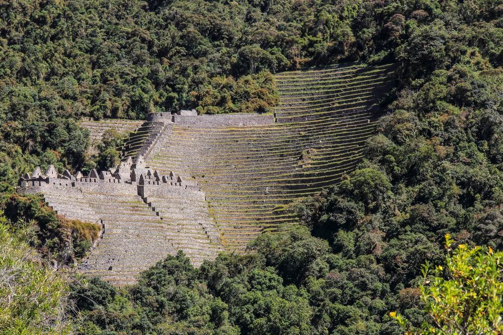 Guida al Camino Inca di 2 giorni Vista dall'altro lato della montagna di Wiñay Wayna
