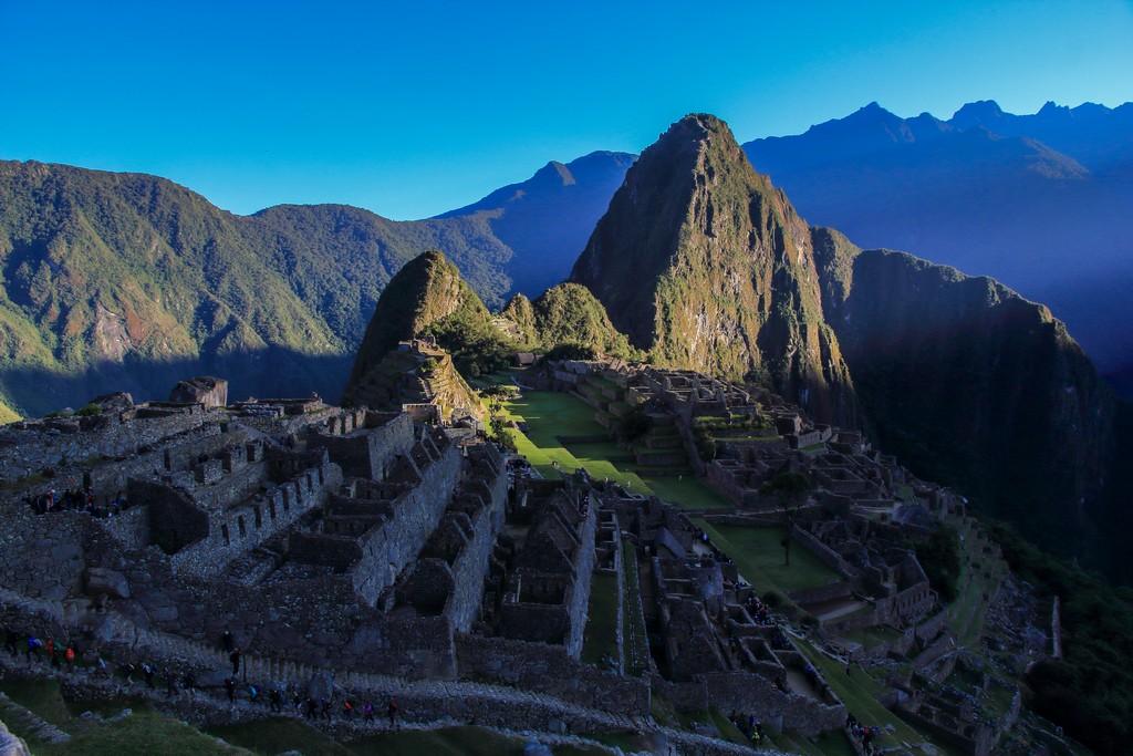 Guida a Machu Picchu alba su machu picchu