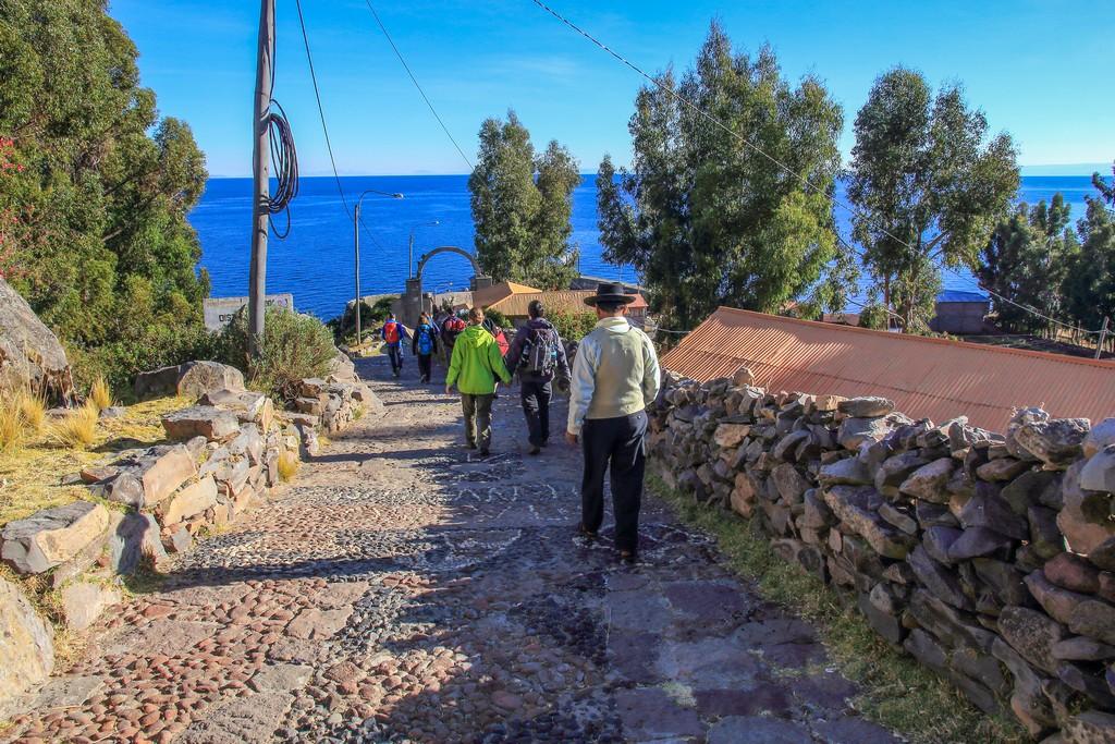 come visitare Amantaní e Taquile Discesa verso il porto di Taquile