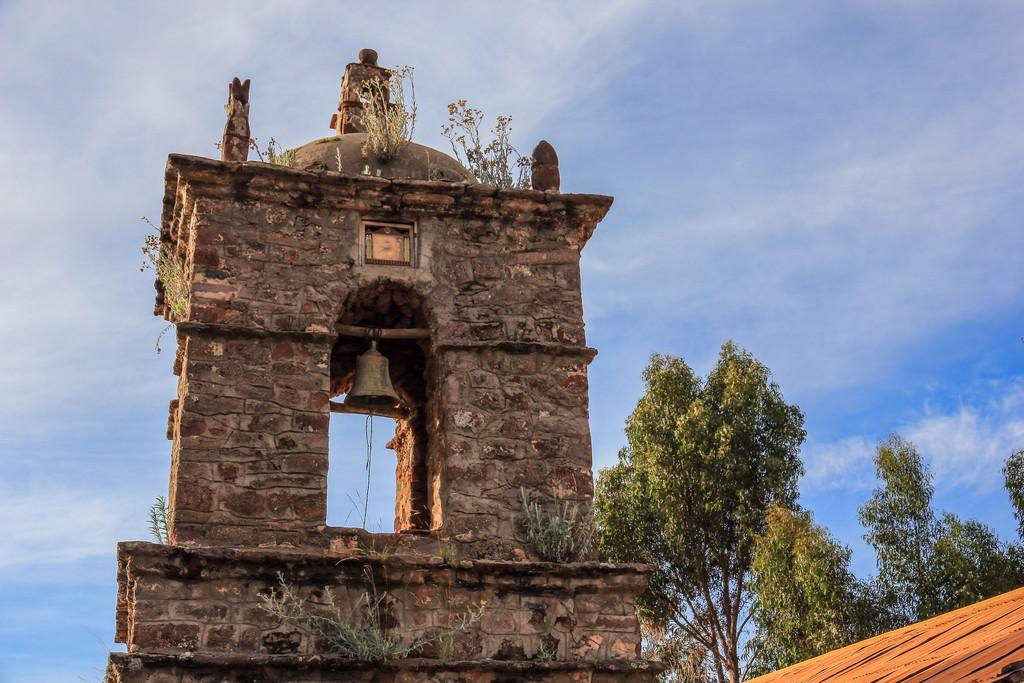Il campanile sulla piazza centrale di Amantaní