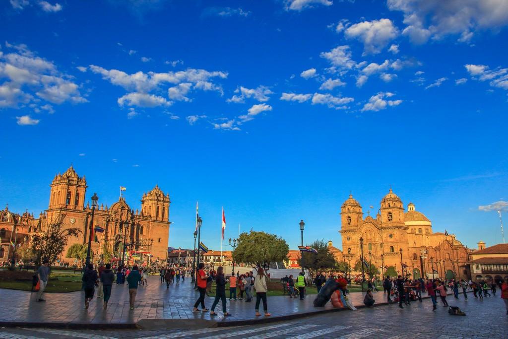 Guida a Cusco e la Valle Sacra Plaza de Armas al tramonto