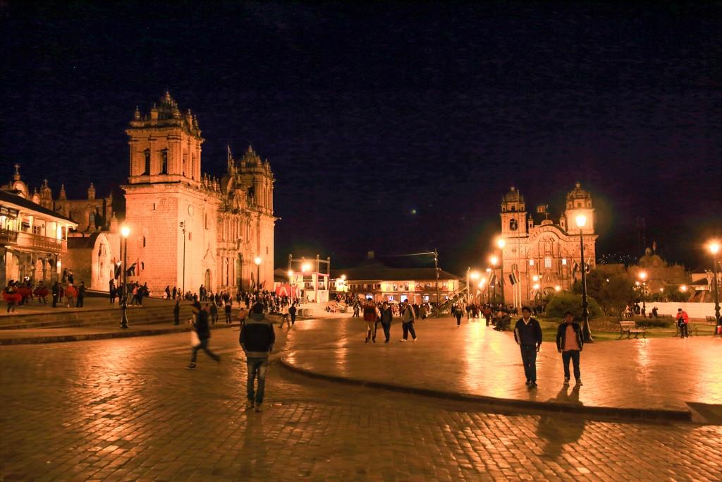 Passeggio serale in Plaza de Armas