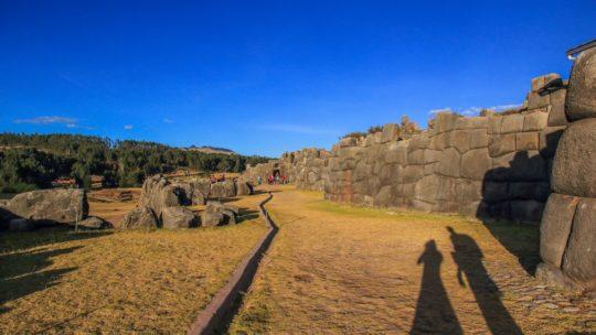 i dintorni di cusco muri di pietra di una fortezza