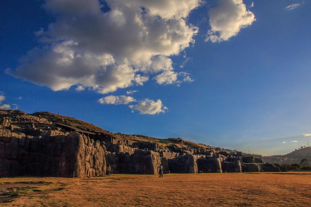 rovine di castello con nuvole