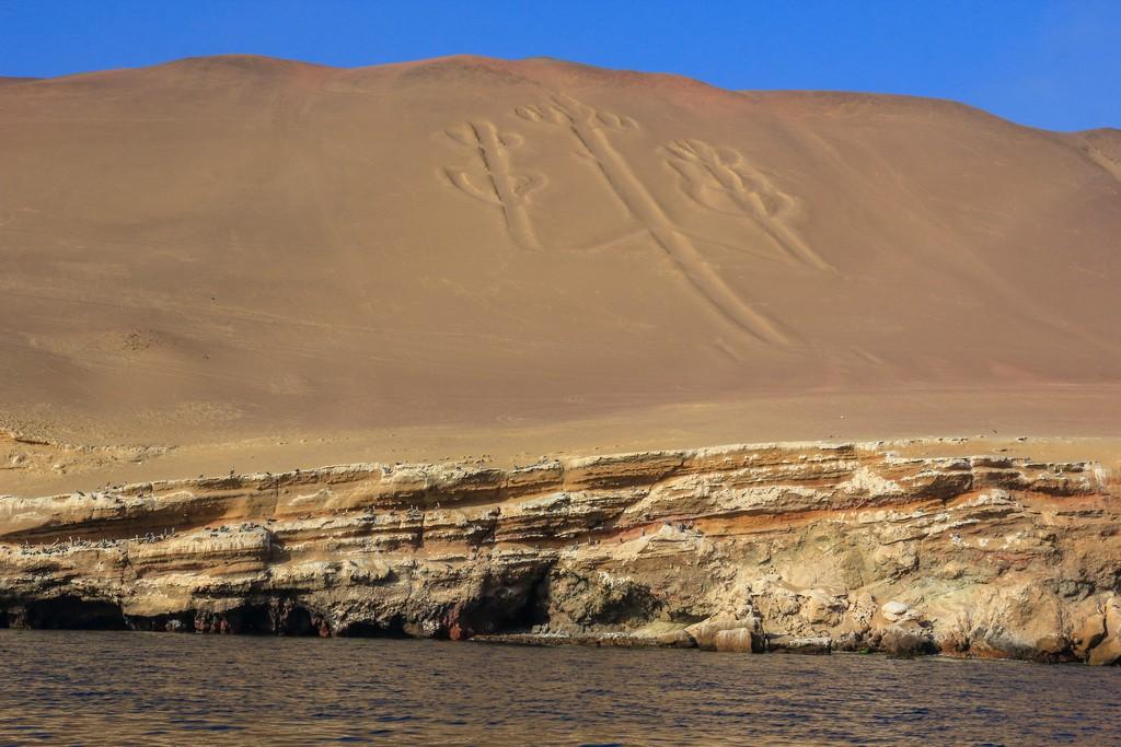 Itinerario in Perù in 2 settimane Vista del Candelabro scavato nella montagna