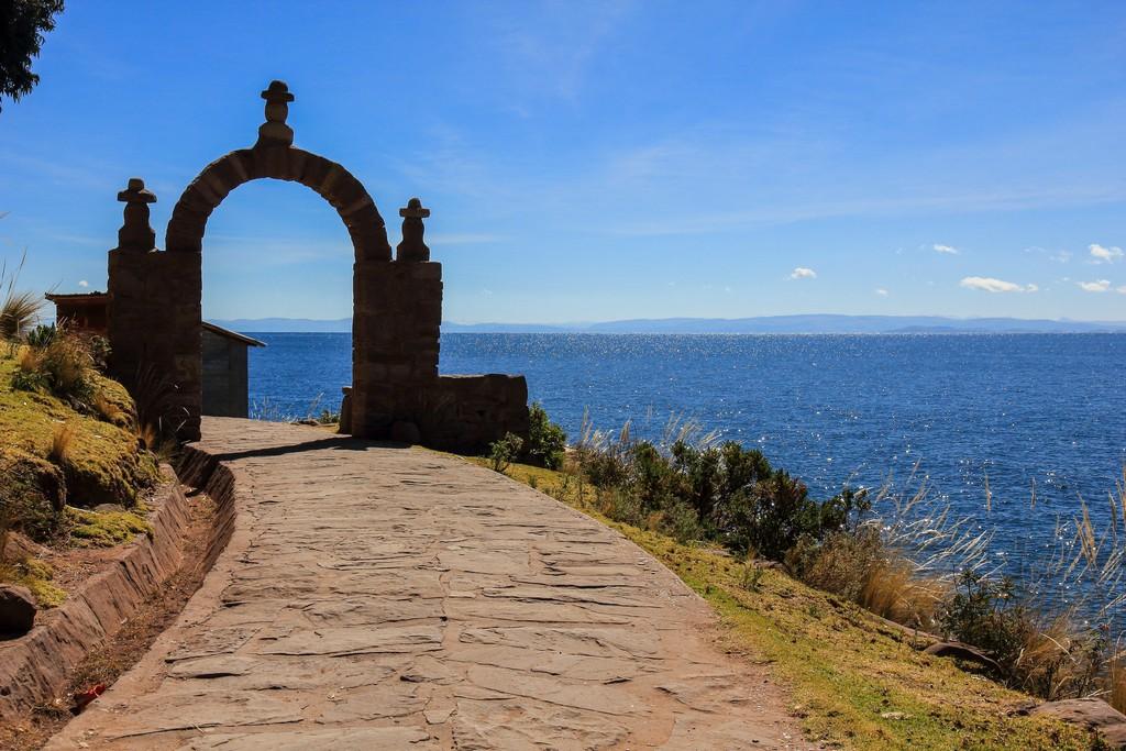 come visitare Amantaní e Taquile Ingresso dal porto di Taquile sotto ai tipici archi di pietre dell'isola