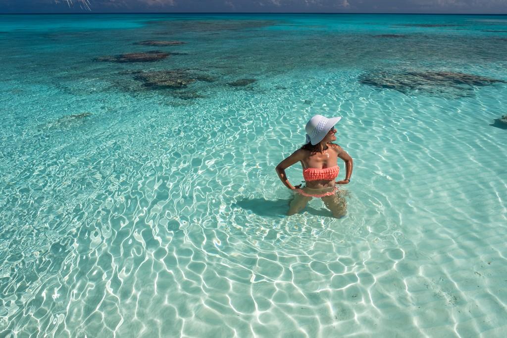Maldive o Polinesia Francese donna in acqua