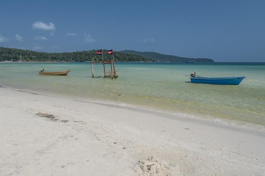 10 cose da fare a Koh Rong Samloem spiaggia con barche
