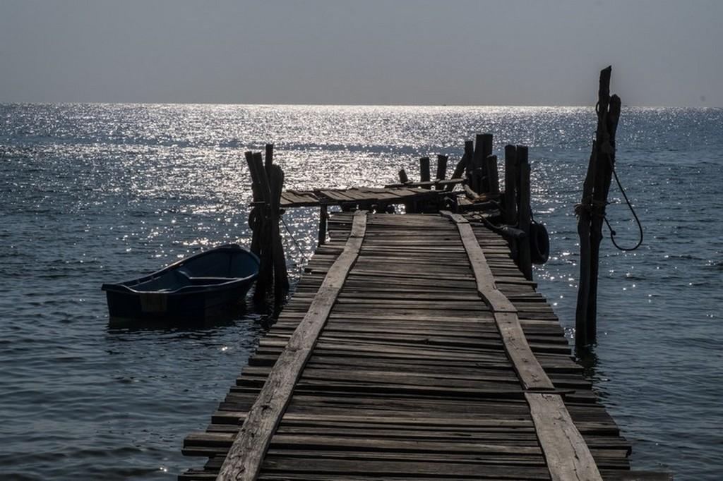 10 cose da fare a Koh Rong Samloem tramonto sul mare dal molo con barche