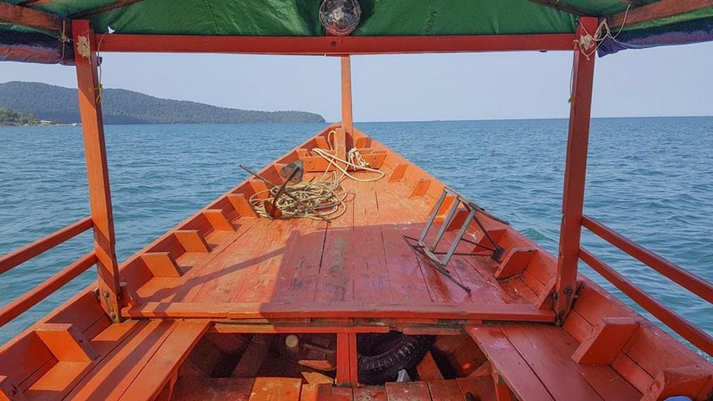 cosa fare a Koh Rong Samloem barca che solca il mare
