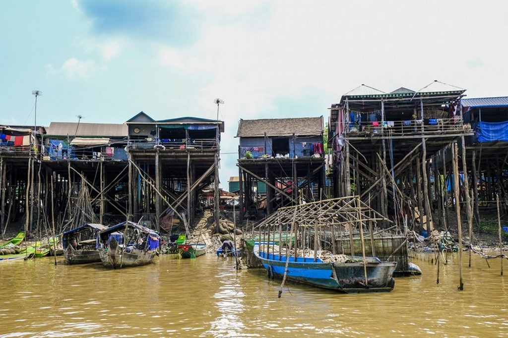 come visitare Kompong Khleang palafitte sul fiume con barche