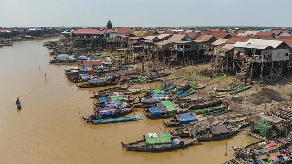 barche sul fiume viste dall'alto