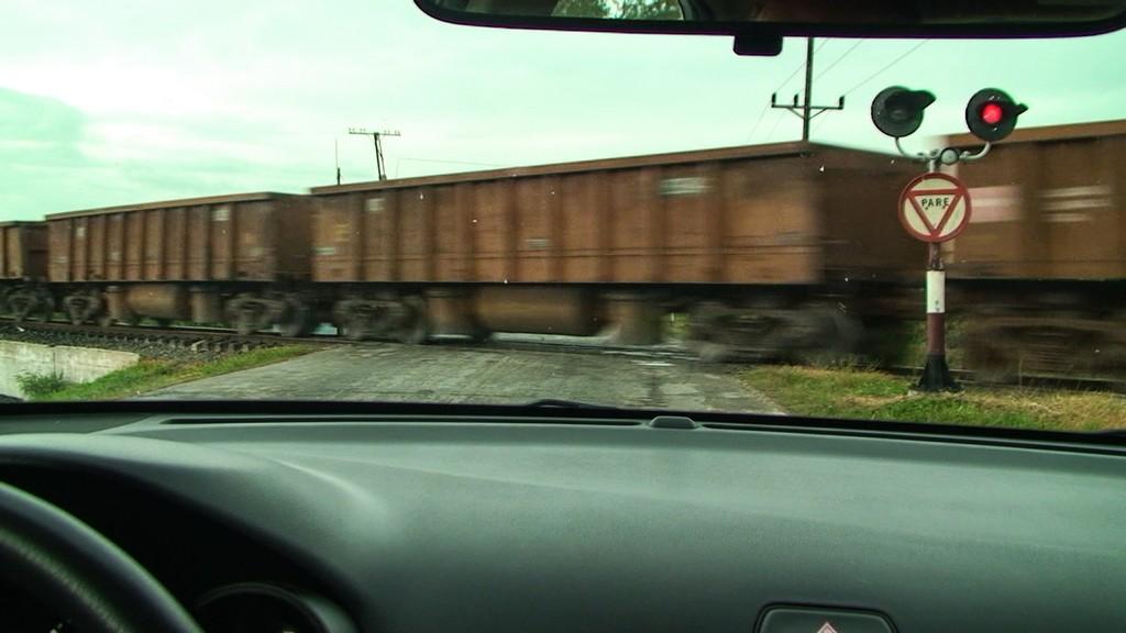 treno passa dai binari senza sbarre