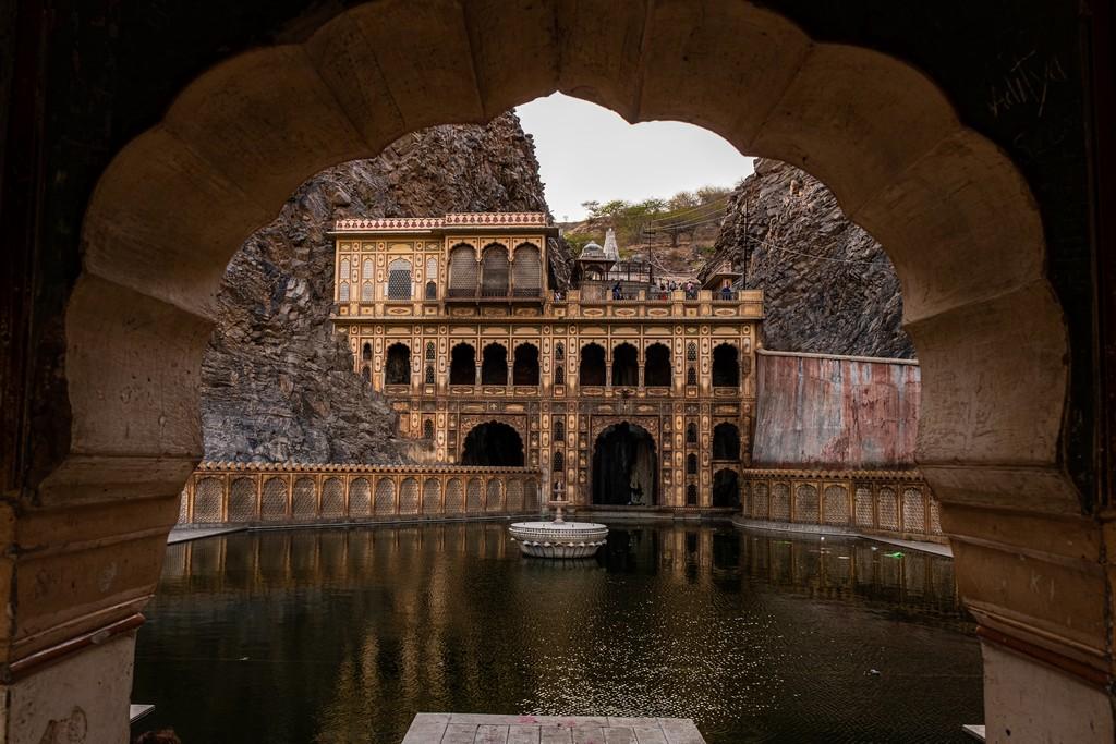 Impressioni a caldo in India tempio con cornice di arco