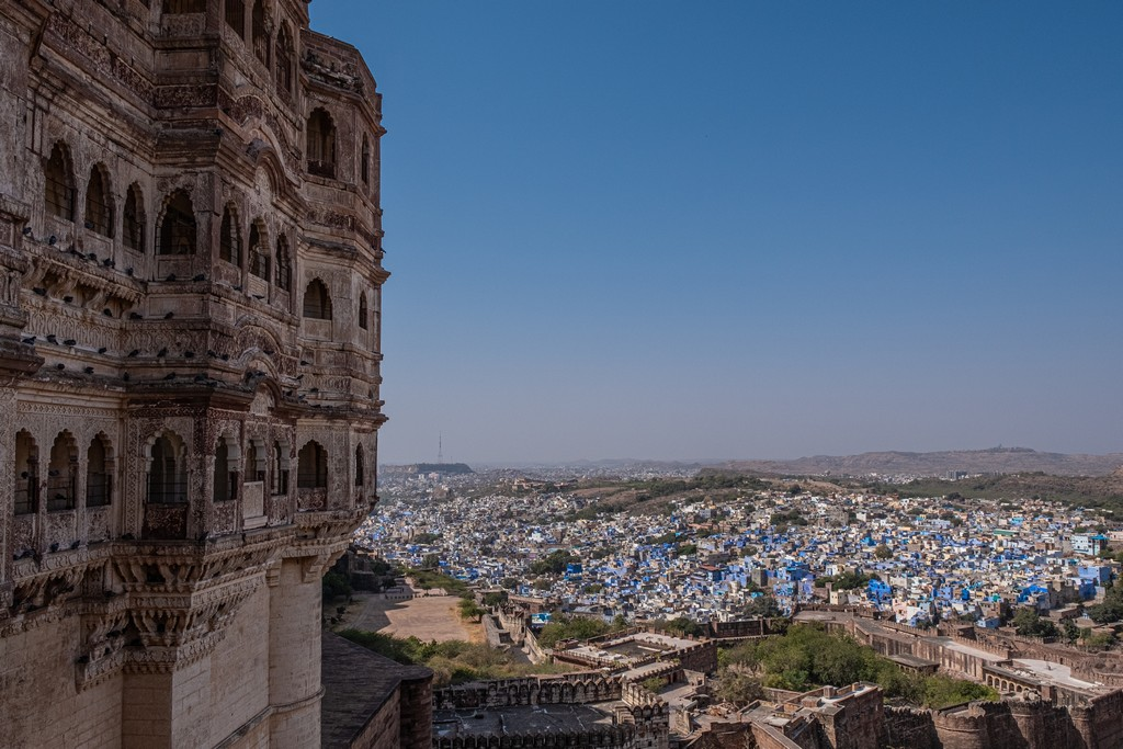 città blu sotto il forte