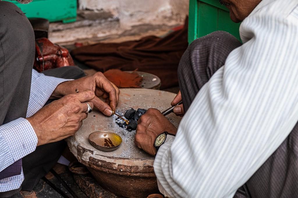 Impressioni a caldo in India lavorazione del rame