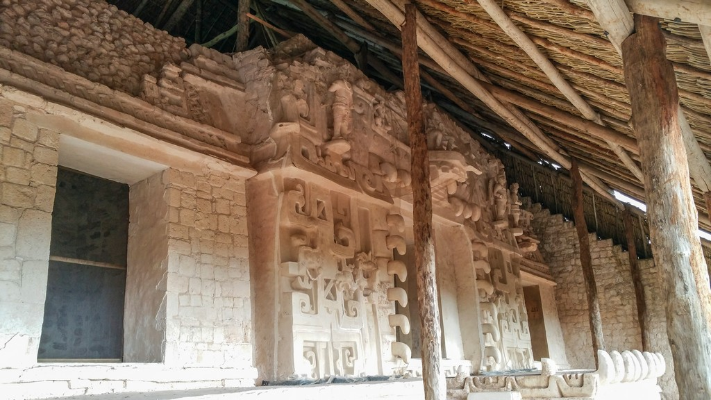 Visita a Ek Balam stucchi nella piramide