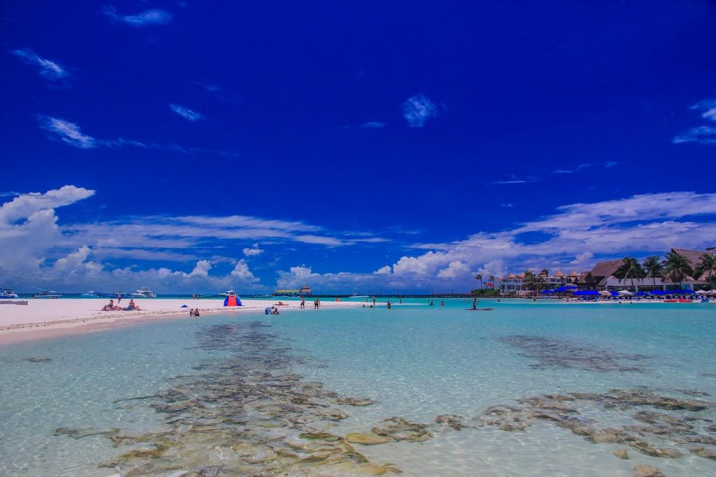 Guida a Isla Mujeres spiaggia con acqua cristallina
