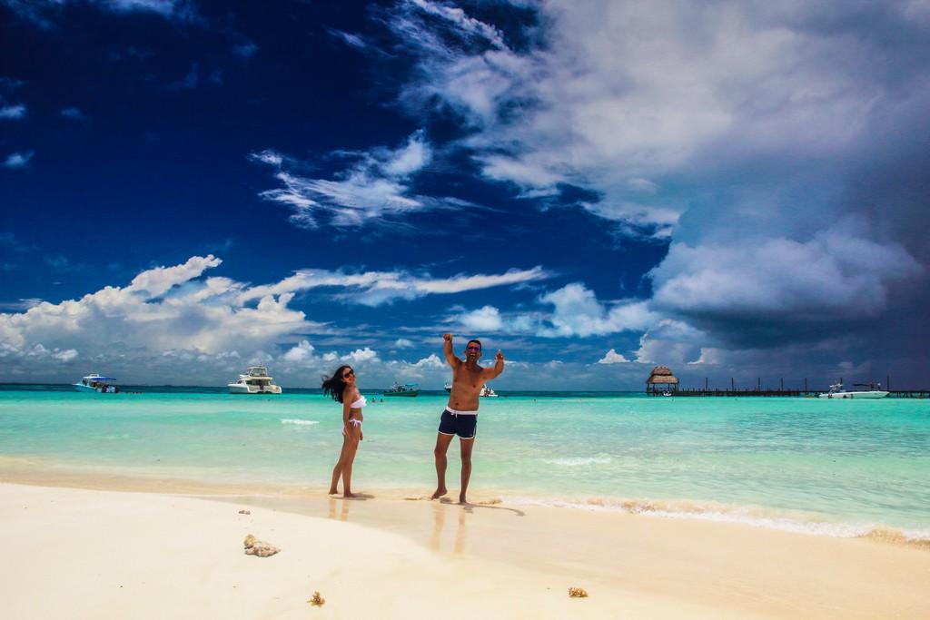 Guida a Isla Mujeres coppia in spiaggia