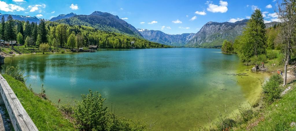 visita al lago di bohinj rive del lago