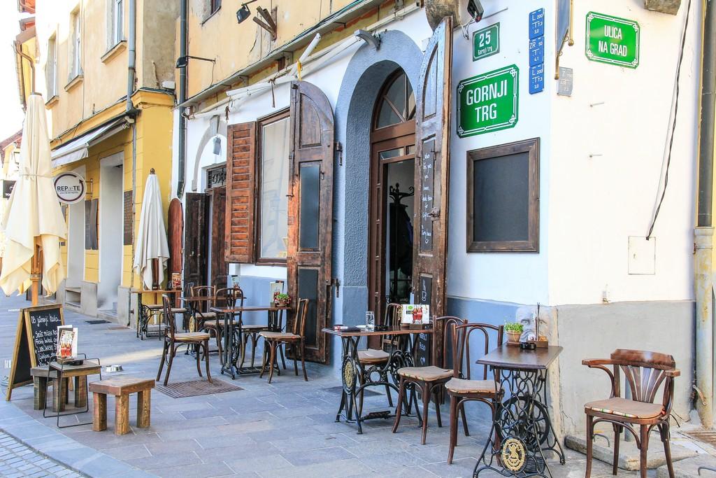 cosa vedere a Lubiana dehors di un caffe nel centro