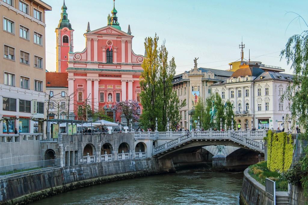 cosa vedere a Lubiana ponte con cattedrale